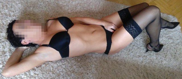 vysoký masáž bruneta