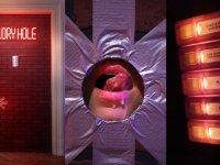 Gloryhole: díra na orálek :)